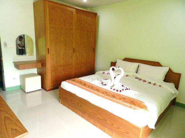 Emerald House, Ban Patong, Thailand, passport to savings on travel and hostel bookings in Ban Patong
