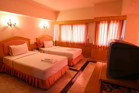 Tacoma Garden Airport Lodge, Bang Kho Laem, Thailand, explore hotels with pools and outdoor activities in Bang Kho Laem
