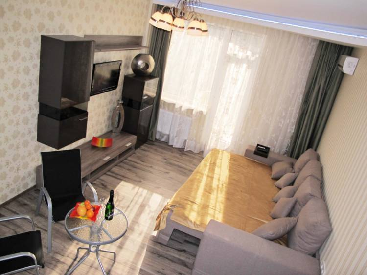 Apartment, Odesa, Ukraine, hotels and hostels for fall foliage in Odesa