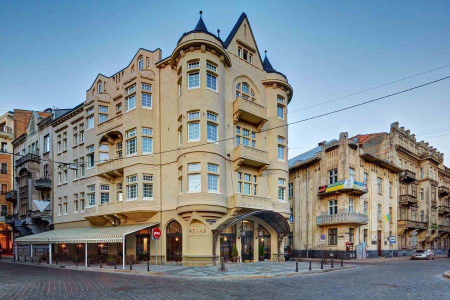 Atlas Deluxe Hotel, L'viv, Ukraine, what is a backpackers hostel? Ask us and book now in L'viv