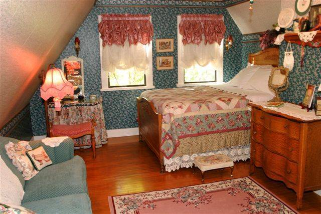 The Garden Cottage Bed And Breakfast, Cedar City, Utah, we offer the best guarantee for low prices in Cedar City