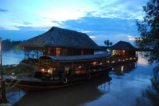 Mekong Floating House, Ben Tre, Viet Nam, backpackers gear and staying in hostels or budget hotels in Ben Tre