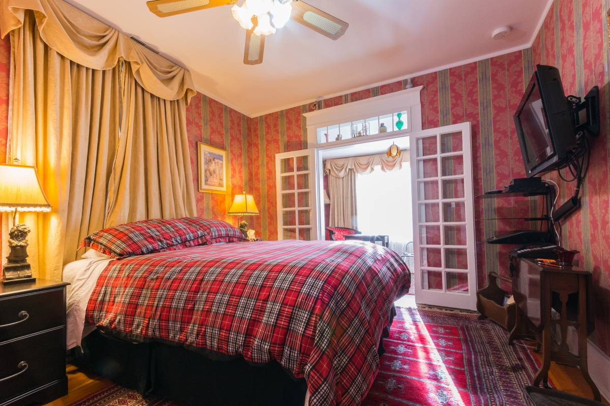 Calgary Westways, Calgary, Alberta, what is a bed and breakfast? Ask us and book now in Calgary