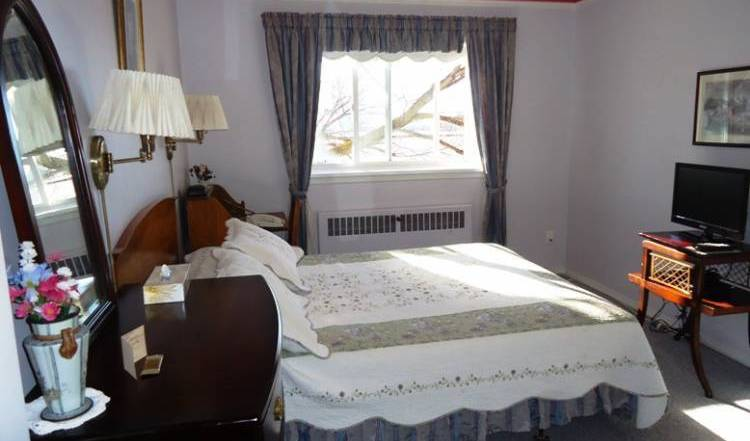 Glenora Bed and Breakfast Inn - Search for free rooms and guaranteed low rates in Edmonton 14 photos