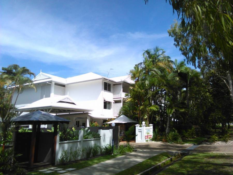 Coral Apartments Port Douglas, Port Douglas, Australia, top 10 places to visit and stay in hotels in Port Douglas