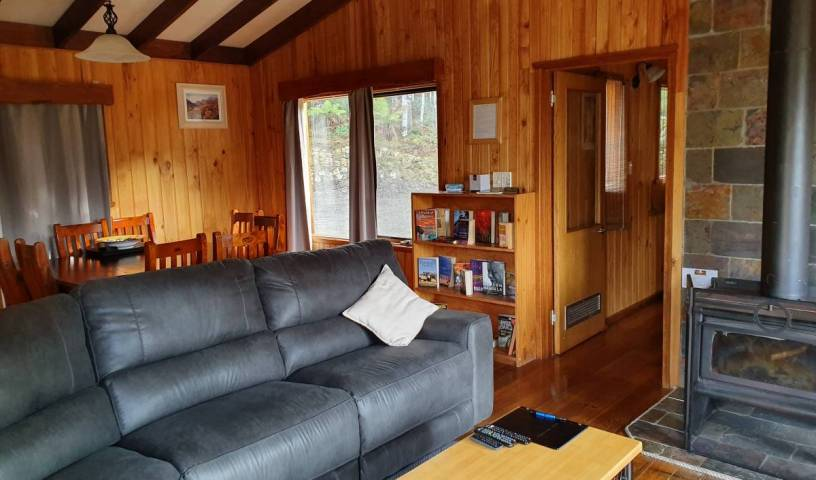 Cradle Alpine Retreat - Search for free rooms and guaranteed low rates in Moina 12 photos