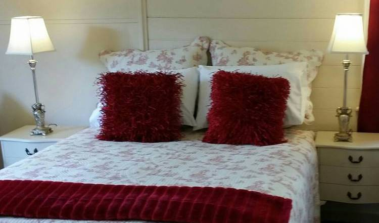 Cream Cottage - Get low hotel rates and check availability in Korumburra 14 photos