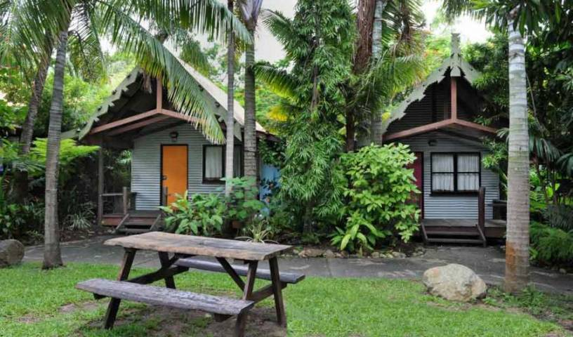 Magnums Backpackers - Search for free rooms and guaranteed low rates in Airlie Beach 14 photos
