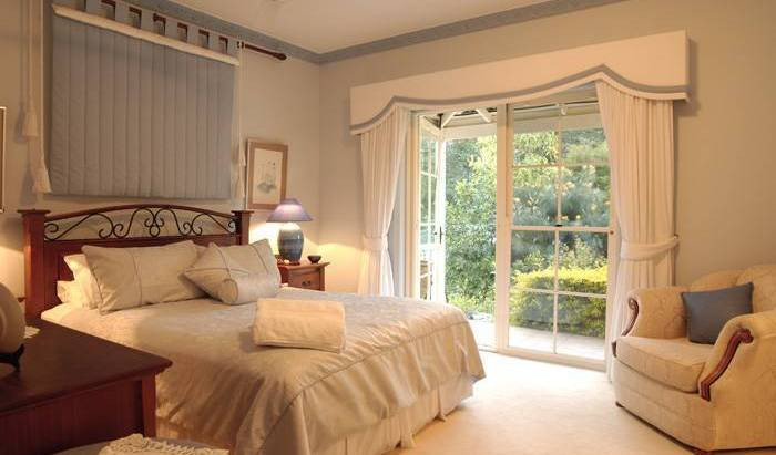 Noosa Valley Manor Luxury Retreat, best questions to ask about your hotel 9 photos