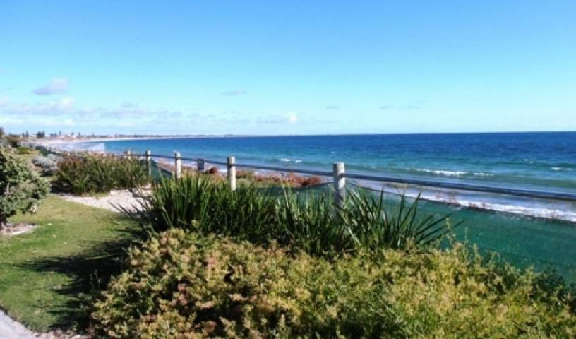 Warnbro Beach Family Accommodation - Get low hotel rates and check availability in Perth 6 photos