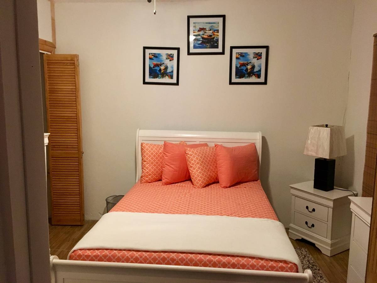 Dawsons Hideaway, Nassau, Bahamas, compare with famous sites for hostel bookings in Nassau