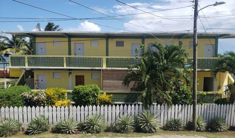 Pal's On The Beach - Search for free rooms and guaranteed low rates in Dangriga 9 photos