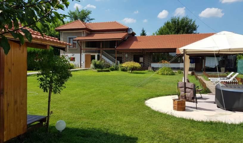 Apartment in Karaisen, Veliko T?rnovo (?????? ???????), Bulgaria hotels and hostels 12 photos