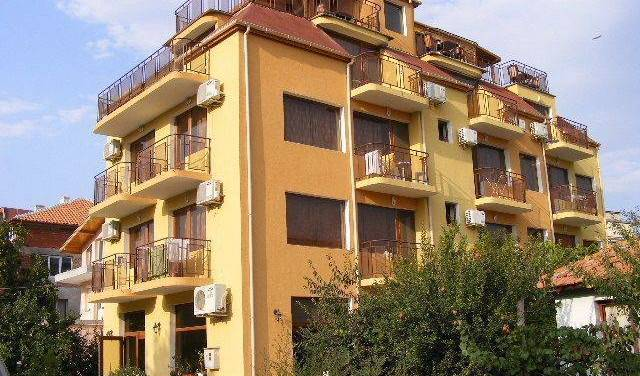 Zora - Search for free rooms and guaranteed low rates in Sarafovo 14 photos