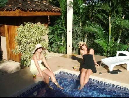 The Chocolate Hotel and 5 Star Hostel, Tamarindo, Costa Rica, Instant World Booking, güvenilir ve güvenilir bir seyahat rezervasyon sitesi olarak müşterilerin ve otellerden en yüksek notları alır içinde Tamarindo