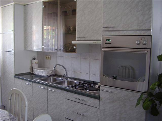 Apartment Dragica, Trogir, Croatia, online bookings, hotel bookings, city guides, vacations, student travel, budget travel in Trogir