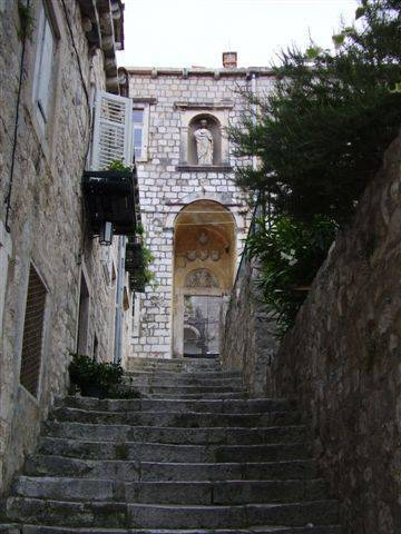 Apartment Tina, Dubrovnik, Croatia, youth hostels and cheap hotels, stay close to what you want to see and do in Dubrovnik