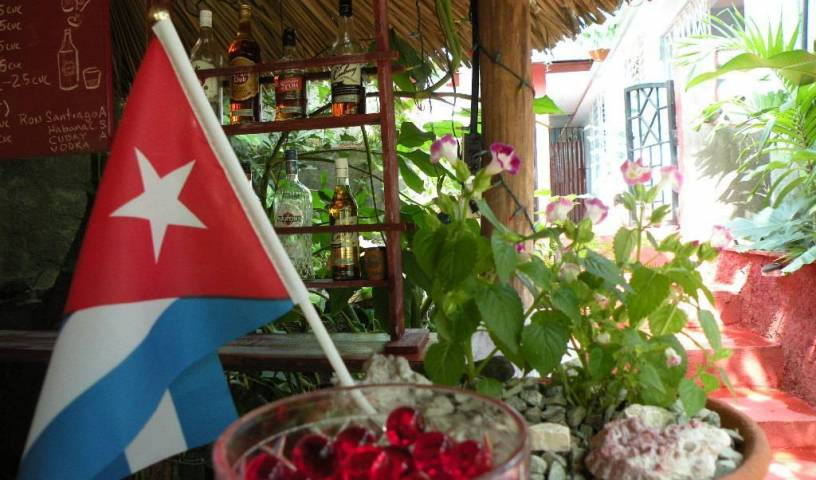 Hostal Azul Rey - Search for free rooms and guaranteed low rates in Abel Santamaria, hotels with free breakfast 9 photos