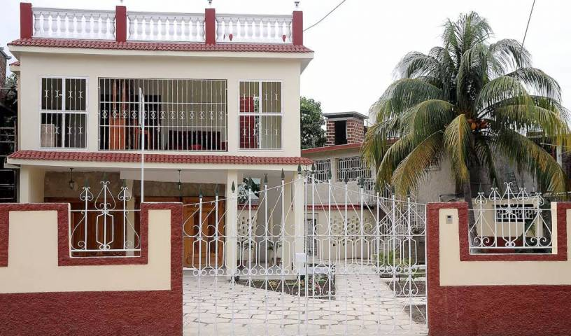 Hostal Raquel - Search for free rooms and guaranteed low rates in Holguin, hotels near transportation hubs, railway, and bus stations 15 photos