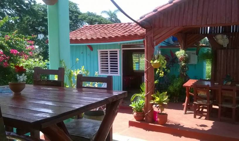 Villa Las Flores, youth hostels and cheap hotels, stay close to what you want to see and do in Viñales 17 photos
