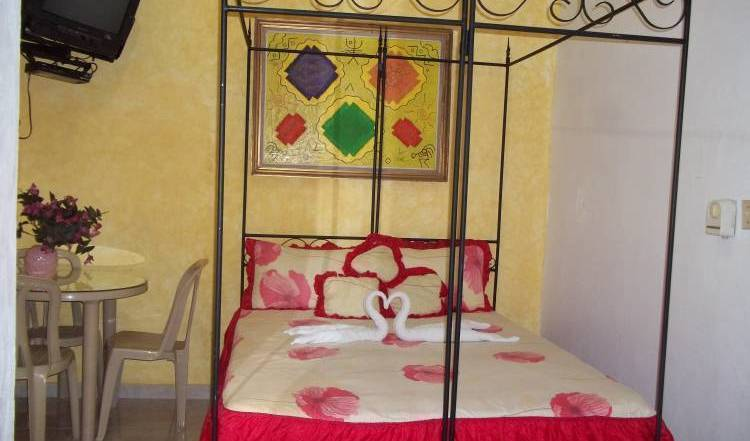 Hostal Dominico Mundial - Search for free rooms and guaranteed low rates in Santo Domingo 37 photos