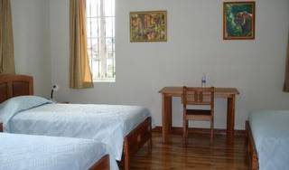 Residencial Montecarlo - Search available rooms for hotel and hostel reservations in Quito 7 photos