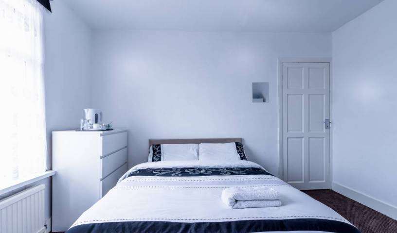 Barking Guest House - Search available rooms for hotel and hostel reservations in East London 16 photos