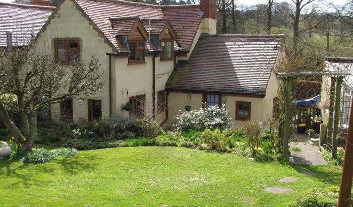 Dusthouse Cottage Bed and Breakfast, alternative hotels, hostels and B&Bs 7 photos