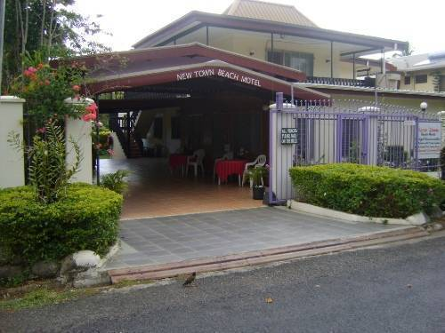 New Town Beach Motel, Nandi, Fiji, youth hostels and backpackers for mingling with locals in Nandi