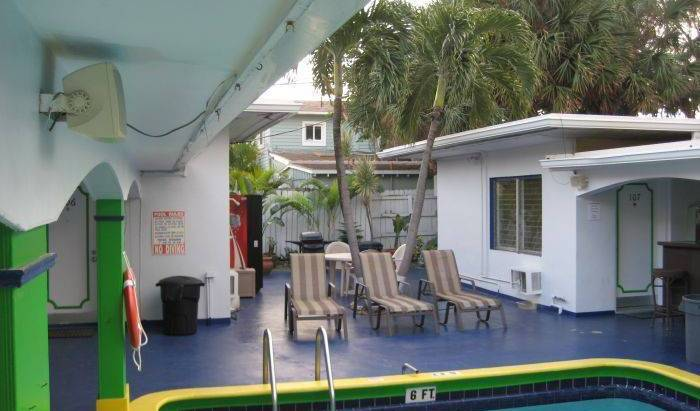 Deauville Hostel and Crewhouse - Search for free rooms and guaranteed low rates in Fort Lauderdale 14 photos