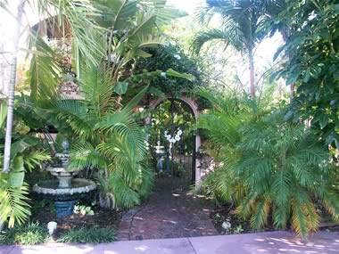 Pasa Tiempo Private Waterfront Resort, Saint Petersburg, Florida, what is a backpackers hostel? Ask us and book now in Saint Petersburg