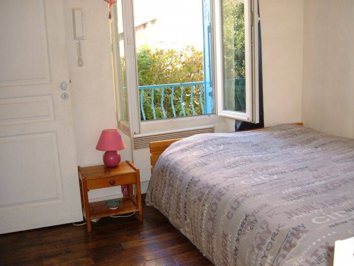 Bed and Breakfast near Paris, Paris, France, backpackers and backpacking hostels in Paris