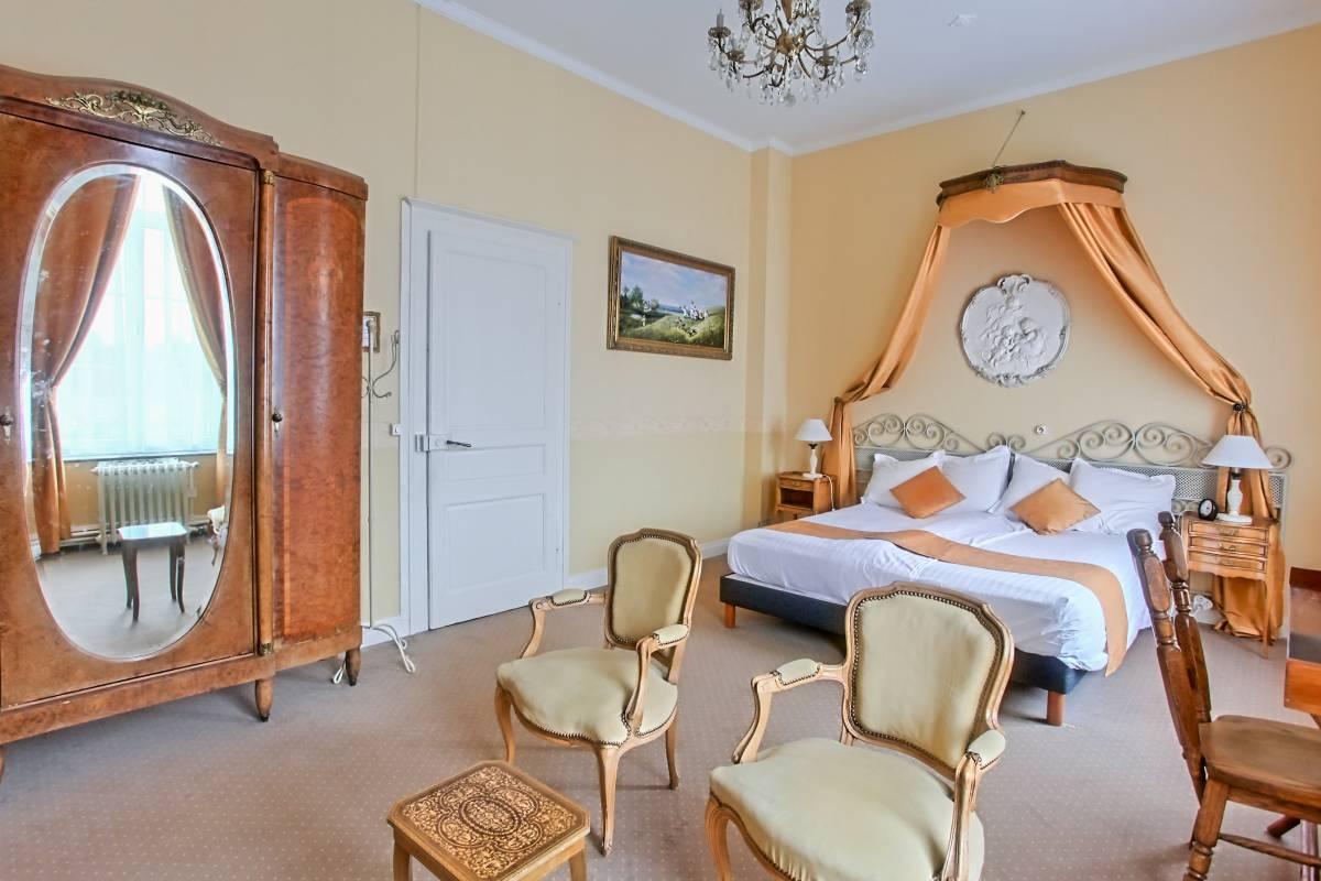 Chateau de Moulin Le Comte, Aire-sur-la-Lys, France, top quality hotels in Aire-sur-la-Lys