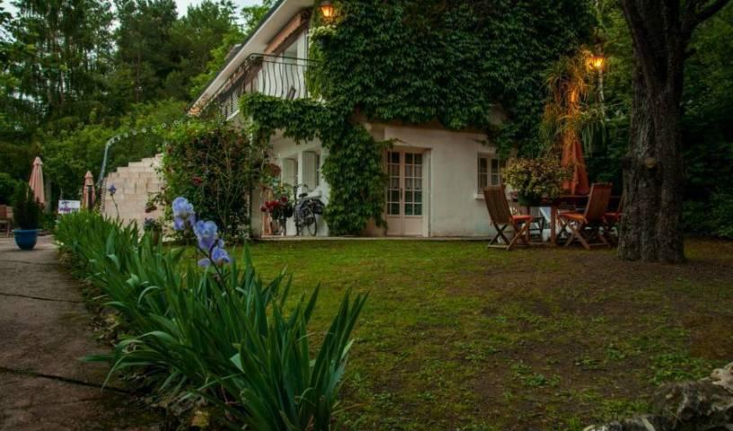 Les Iris - Recherche de chambres disponibles pour réservations d'hôtels et d'auberges à Monthou-sur-cher 18 Photos