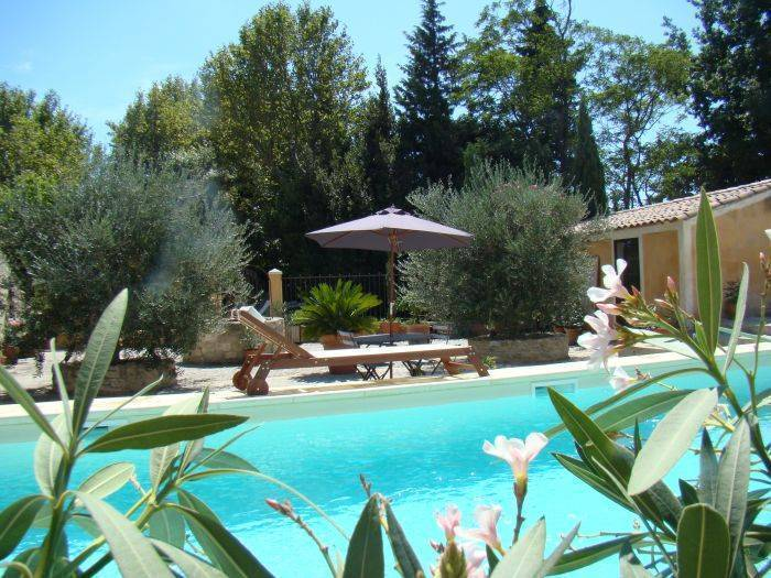 Domaine de Fontbelle, Graveson, France, hotels near historic landmarks and monuments in Graveson