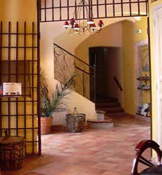 Hotel De L'amphitheatre, Arles, France, low cost vacations in Arles