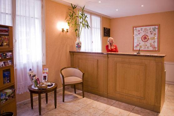 Hotel Lutece, Paris, France, compare reviews, hostels, resorts, motor inns, and find deals on reservations in Paris