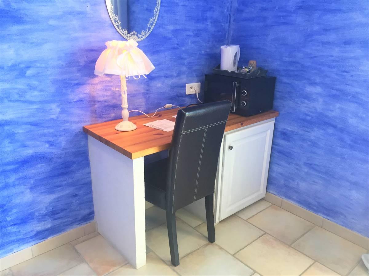 Le Clos Des Lavandes, Lacoste, France, Zaoszczędź na hotelach z Instant World Booking w Lacoste