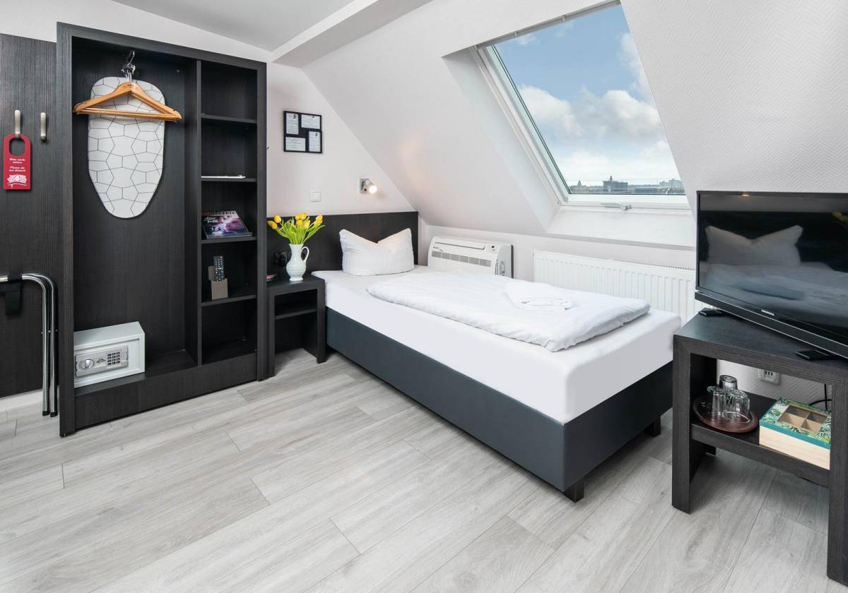 City Hotel Kaiserhof 4 Stars, Offenbach, Germany, adult vacations and destinations in Offenbach