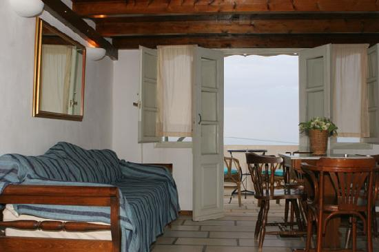 Casa Francesca, Santorini, Greece, top 10 cities with hostels and cheap hotels in Santorini