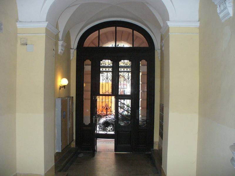 Oktogon Room, Budapest, Hungary, how to find affordable travel deals and hotels in Budapest
