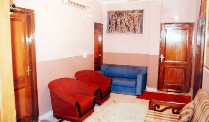 Aabhi Inn - Søg efter ledige værelser og garanteret lave priser i New Delhi, Tilak Nagar, India hoteller og vandrehjem 5 fotos