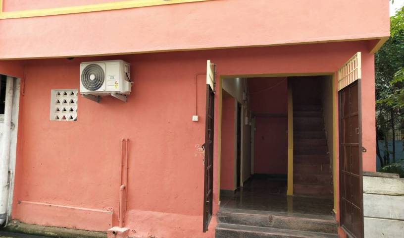Abishek Mansion - Search available rooms for hotel and hostel reservations in Pondicherry 2 photos