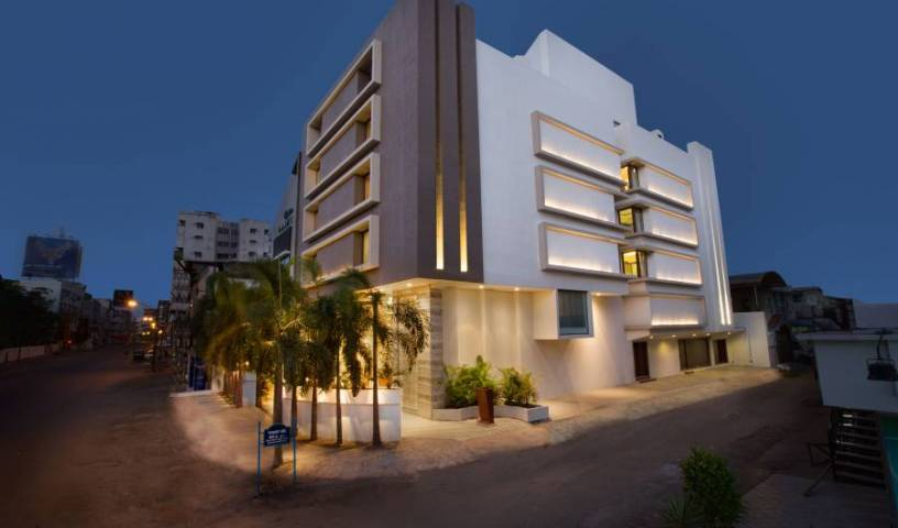 Bizz The Hotel - Get low hotel rates and check availability in Rajkot, travel intelligence and smart tourism in R?jkot (Rajkot), India 11 photos