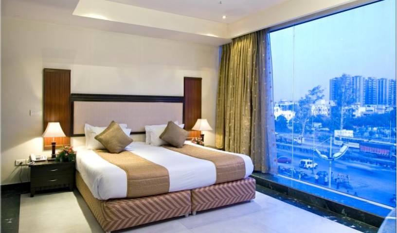 Clarks Inn - Pacific Mall - Obtenez des tarifs d'hôtel bas et vérifiez la disponibilité dans Ghaziabad 4 Photos