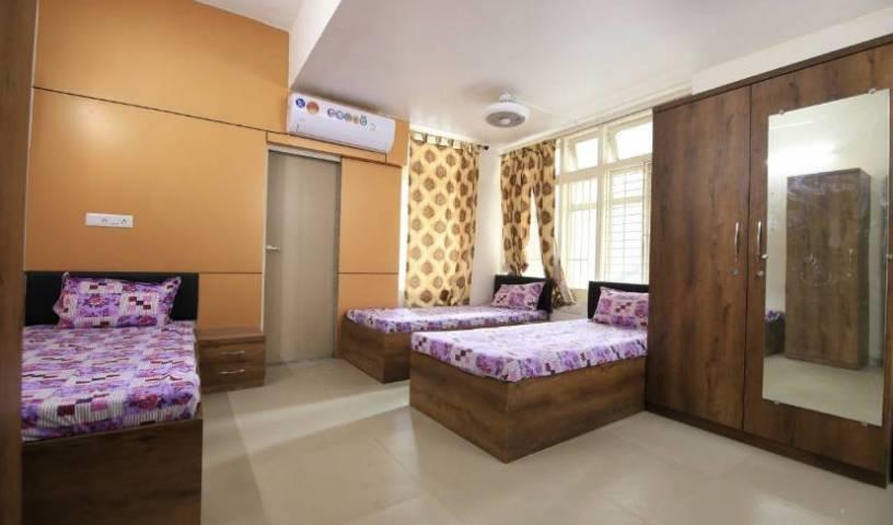 Code - Pg For Girls - Obtenez des tarifs d'hôtel bas et vérifiez la disponibilité dans Ahmadabad 4 Photos
