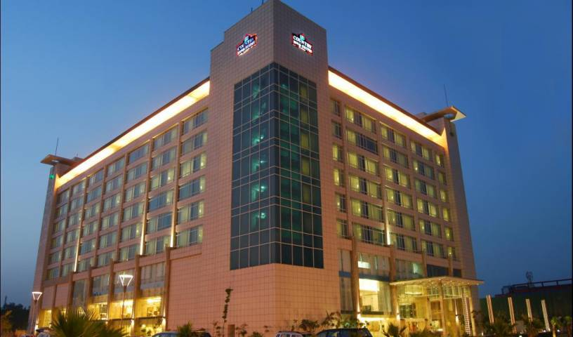 Country Inn and Suites b Carlson - Search available rooms for hotel and hostel reservations in New Delhi 8 photos