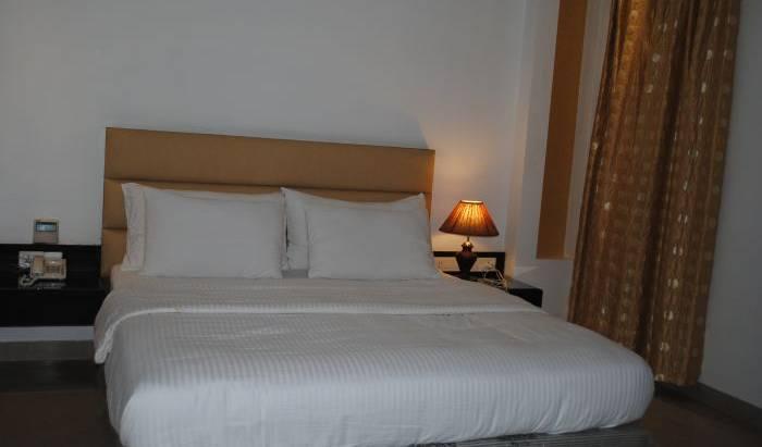 Hotel Baba Deluxe 6 photos