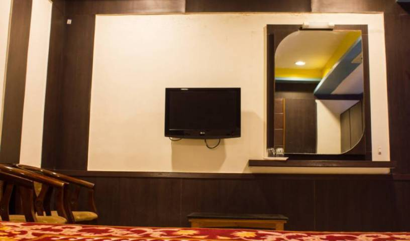 Hotel Maharaja - Search for free rooms and guaranteed low rates in Madurai, cheap hotels 4 photos