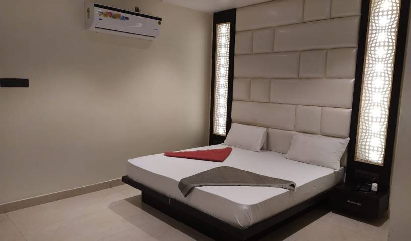 Hotel Star Inn - Search for free rooms and guaranteed low rates in Ganganagar 9 photos